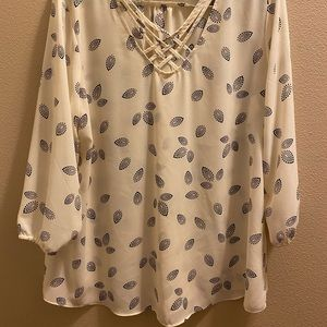Maurices XL white and black blouse